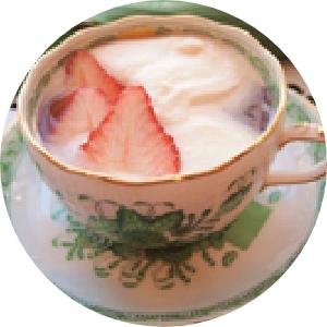 イチゴ風味ホイップミルクティー